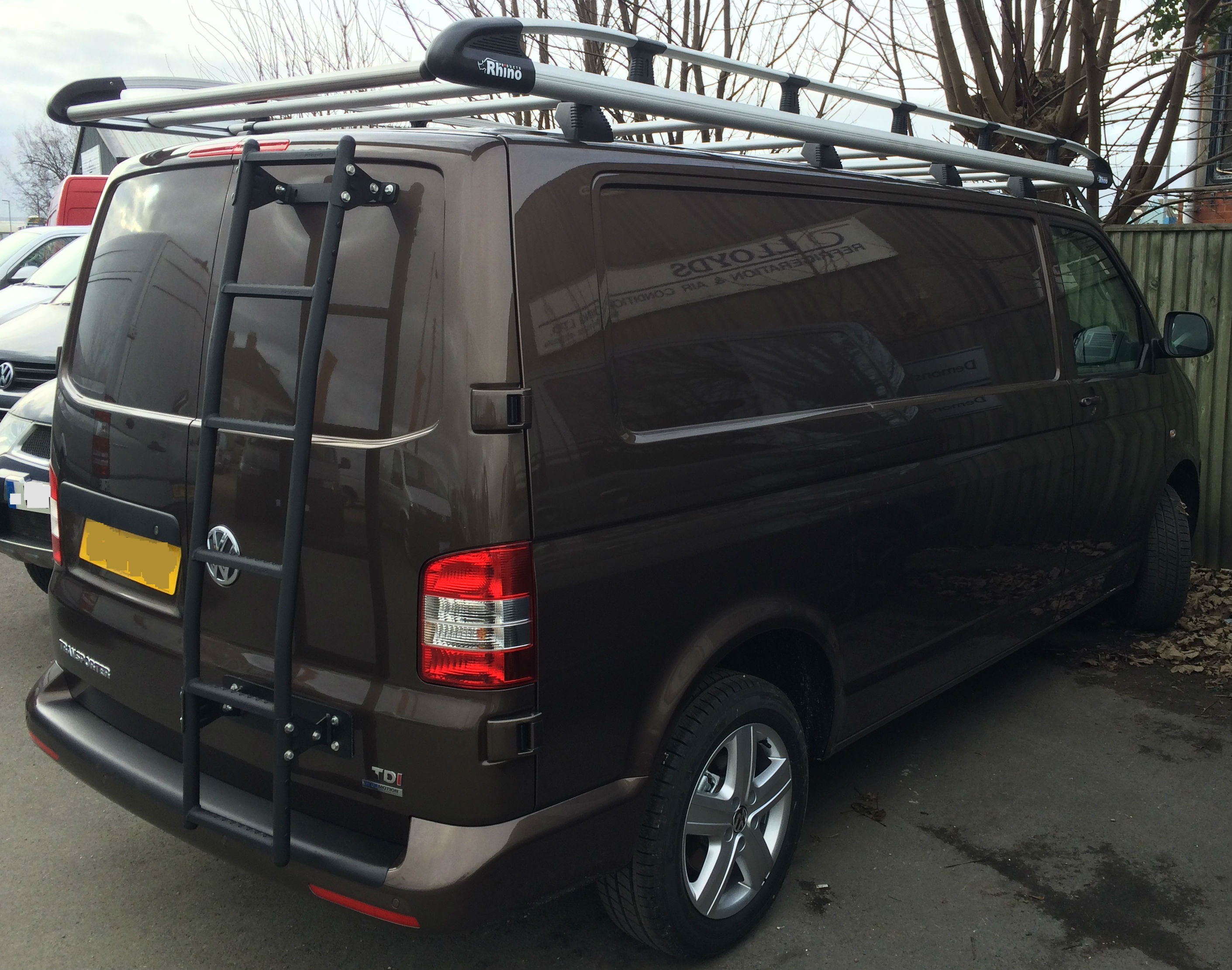 t5-roof-rack-and-rear-ladder.JPG